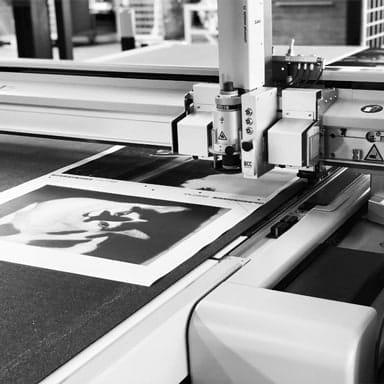 Cutting canvas prints